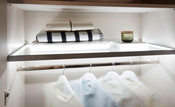 Staud beleuchteter Glasboden für Kleiderschränke