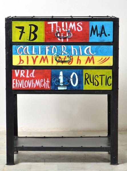 Telefontisch Colore Sit handbemalt drei Schubladen