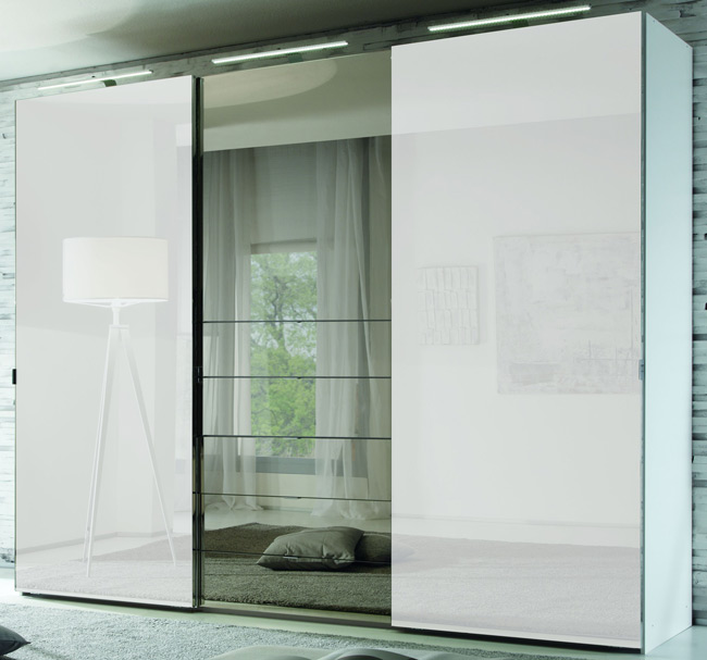 staud media kleiderschrank mit tv fach u spiegel wei b 336 cm m belmeile24. Black Bedroom Furniture Sets. Home Design Ideas