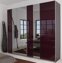 Das Bild zeigt einen P1 Schlafzimmerschrank mit Spiegel.
