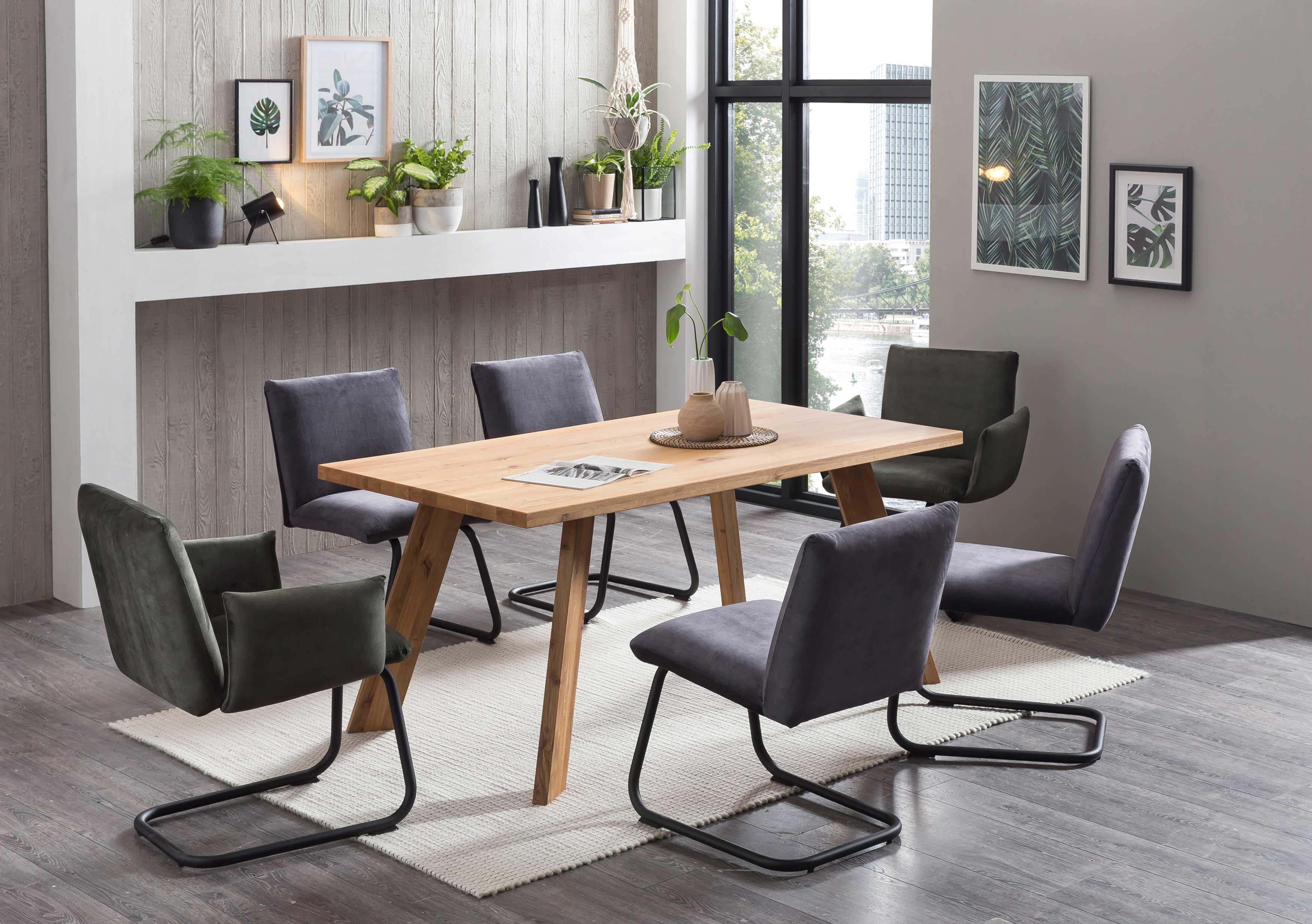 Standard Furniture Tischgruppe mit Mumbai Massivholztisch und Stühlen Padua eiche