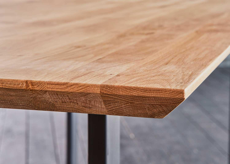 Massivholztisch mit Schweizer Kante