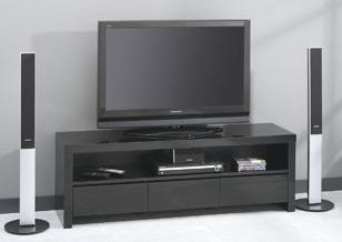 Das Bild zeigt einen TV Unterschrank schwarz Hochglanz mit 3 Schubladen.